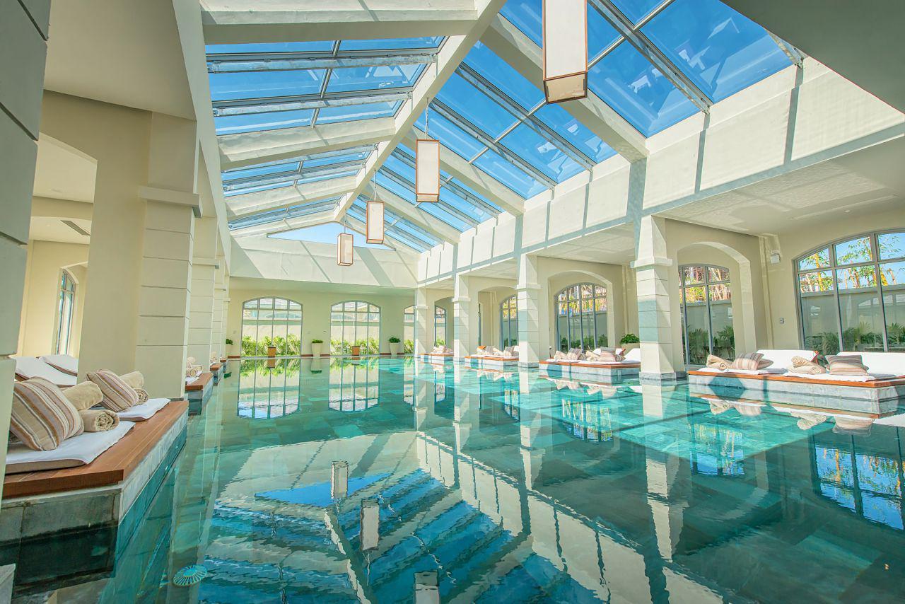 bể bơi trong nhà khu resort flc sầm sơn
