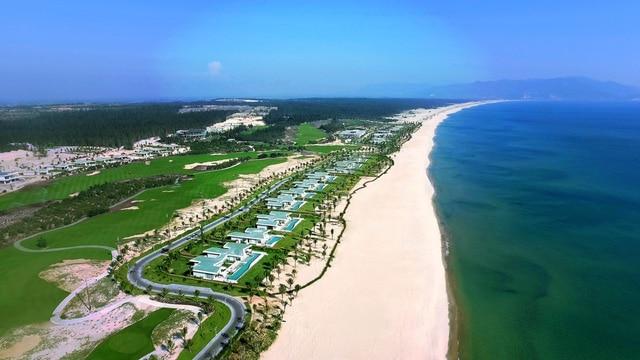 Cùng với dãy biệt thự biển tuyệt đẹp và sân golf đẹp Top 3 châu Á, quần thể FLC Quy Nhơn sẽ mang thương hiệu bất động sản Việt Nam đến với thị trường quốc tế